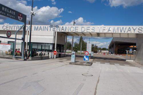 maintenance_tram-9976