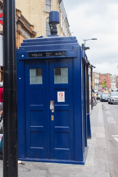 La dernière cabine de police de Londres, ou... le Tardis pour les fans du Docteur Who
