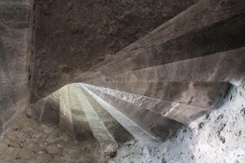 escaliers chateau miolans