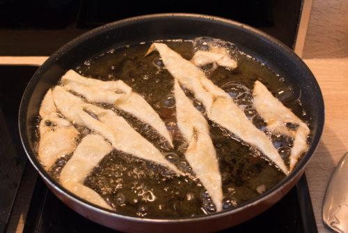les bugnes dans la friture